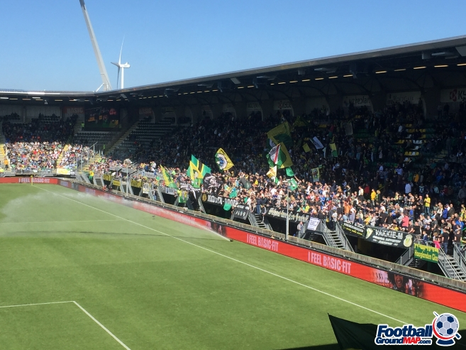 A photo of Cars Jeans Stadion uploaded by dutchrich63