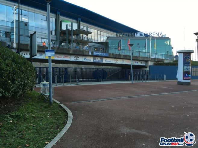 A photo of Veltins-Arena uploaded by ully